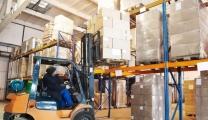 عمال النقل والمخازن