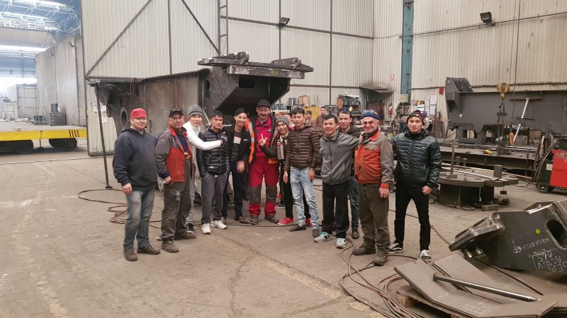 41 Vietnamese welders, pipe fitters and foreman warmly welcomed to Romania