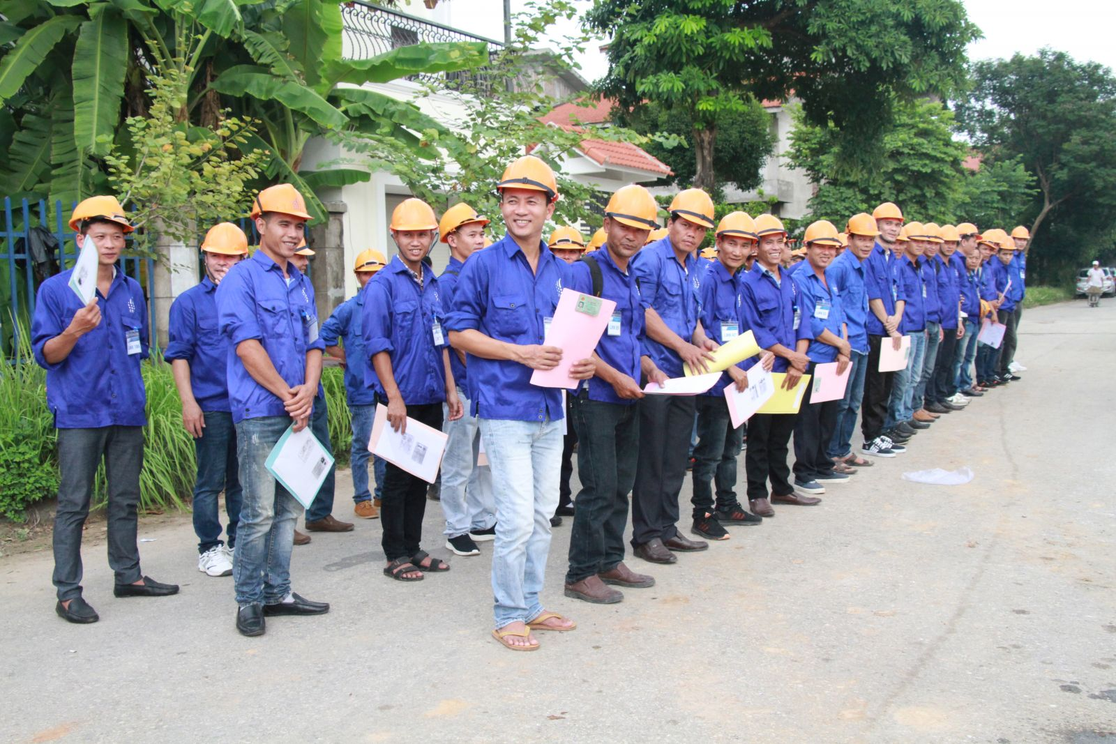 Hundreds of Vietnamese workers recruited for Romanian employer in a big campaign organized by Vietnam Manpower.