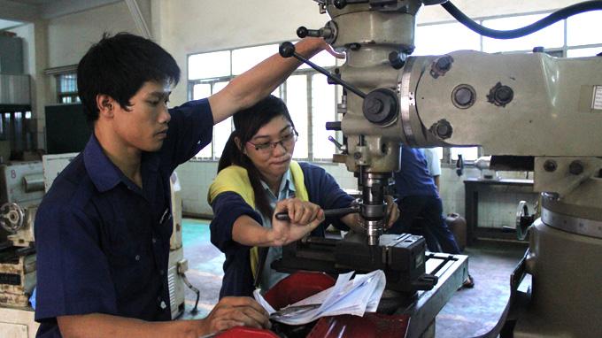 manufacturing machine operator